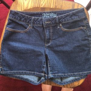 Shorts size 6 faded glory  never worn